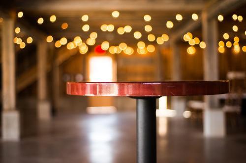 Table - Round Pub